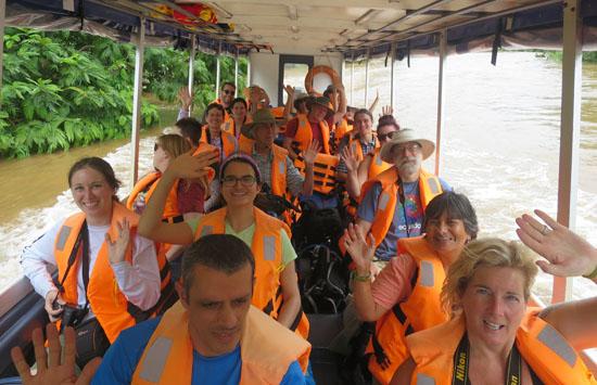 tortuguero boat group wave